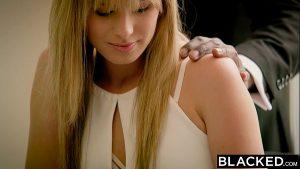 Image Negão massageando a Jillian Janson antes de passar a pingola preta nela