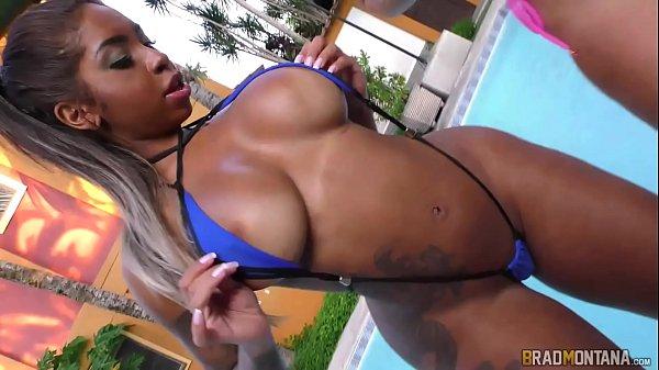 Videos adulto de uma mulata e sua amiga fazendo suruba na piscina