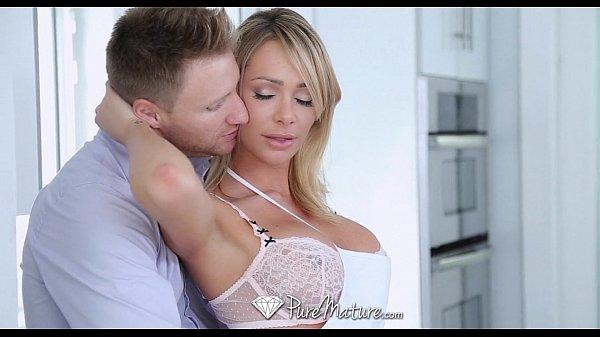 Porno g novinho comendo sua bela tia loira