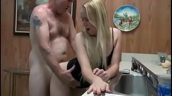 Pornográtis loirinha metendo com seu padrasto