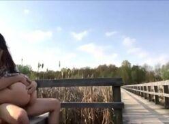 Video porno com novinha fazendo sexo no parque ao ar livre com namorado