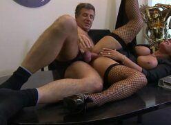 Sexo com secretaria moreninha gostosa fodendo com chefe