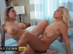 Ver porno com duas lésbicas brincando de arranhar as aranhas