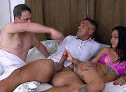 X videos canalha macho comendo namorada do amigo na frente dele