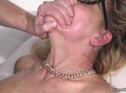 Xxvidios jovem malandro comendo buceta da coroa e gozando na boquinha dela