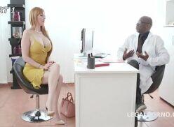 Aexo duro doutor negrão fazendo sexo com paciente super gostosa que adora anal