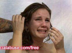Comendo menina a força fazendo ela chorar e depois sorrir com cacete lhe rasgando
