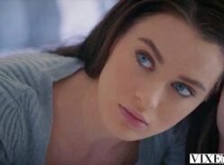 Porno hd ninfeta linda dos olhos azuis faz macho ter o melhor sexo da sua vida
