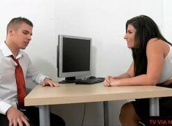 Sexo grátis no Brasil – Psicóloga tarada trata paciente com bela trepada