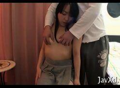 Video pono xxx asiática magrinha bem linda e safada sentando bucetinha na pica