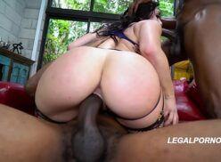 Videos pordo branquinha gostosa adora uma dupla penetração com negros dotados