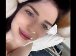 Xxx com branquinha linda dos olhos azuis se exibindo peladinha
