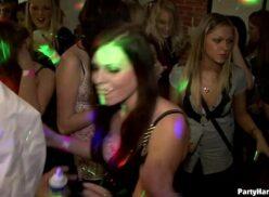 Balada de sexo gostosas transam e fazem boquete na festinha da putaria