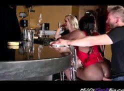 Sexo no bar mulata gostosa dando cuzinho pro branquelo