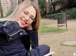 Novinha russa loirinha fudendo no parque