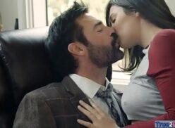 Porno nerd linda e gostosa fodendo com professor tarado