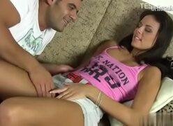 Videos porno brasileiros novinha linda sendo chupada e tomando pica na xoxota linda