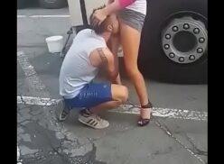 Caiu na net caminhoneiro tarado chupando bucetinha da loira