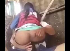 Fudendo uma india que adora sentar a buceta no pau