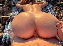 Sexo ao ar livre com linda rabuda gostosa dando nas montanhas