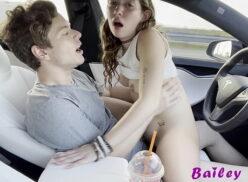Comendo mulher no carro